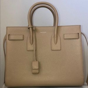 Sac de jour classic small in grained leather tote